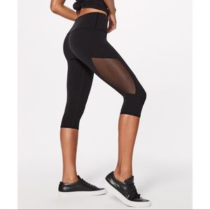 Lululemon Reveal Crop black mesh panel leggings 8